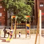 Els infants donen vide al espai interior de la illa